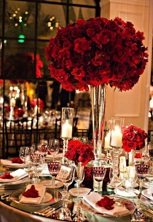 a%20christmas%20wedding%20red%20rose%20table%20decor%20glass%20table%20decor%20bride%20bouquet%20for%20winter%20wedding-f81434